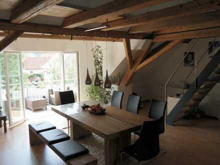 Traumhafte Dachgeschosswohnung mit Balkon und Garage