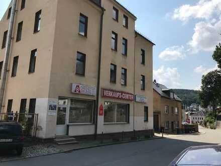 Bürohaus/Werkstatthallen/Laden