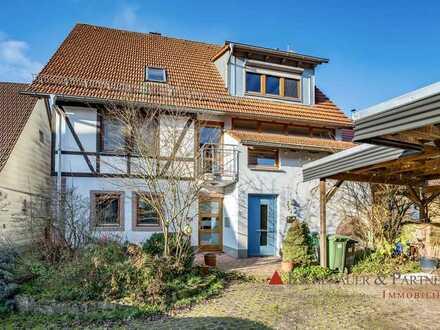 RUHIGER PLATZ IM GRÜNEN - Lichtdurchflutetes Architektenhaus für Naturliebhaber.