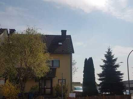 Schönes, geräumiges Haus mit vier Zimmern in Aschaffenburg (Kreis), Mainaschaff