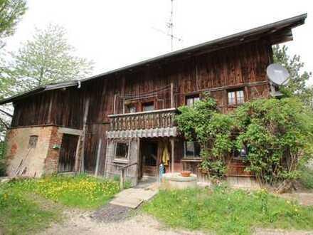 Anwesen (Abrissobjekt) mit kleinem Nebengebäude