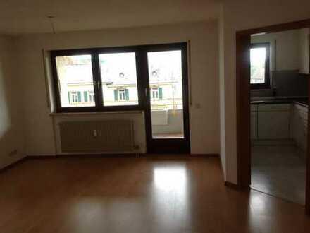 Stilvolle, gepflegte 2-Zimmer-Wohnung mit Balkon und EBK in Lörrach
