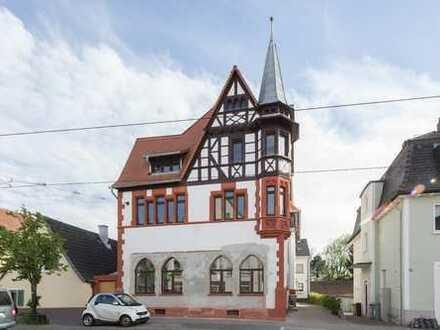 Erstbezug in historischer Turmapotheke - RESERVIERT - Altbauetage; auch als Praxis geeignet!