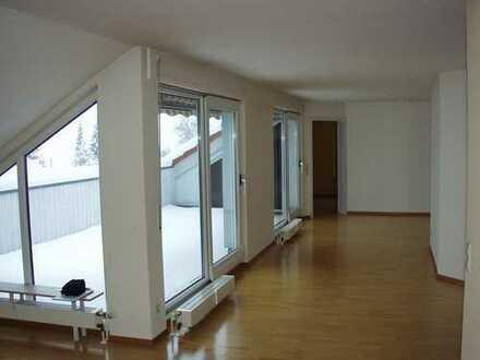 Top gepflegte 5-Zimmer-Dachgeschoss-Wohnung in begehrter und ruhiger Lage von Schorndorf-Süd