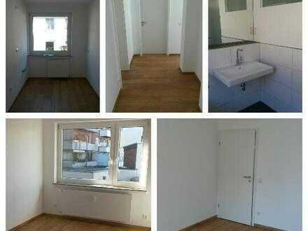 4er WG sucht zwei Mitbewohner für schön renovierte Zimmer in zentraler Lage **WG-Neugründung**