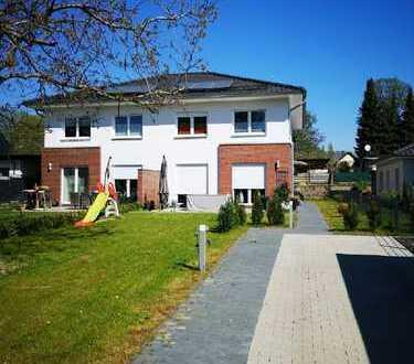 Doppelhaushälfte in bevorzugter Lage in Bernau-Nibelungen, Schule und Bahnhof fussläufig