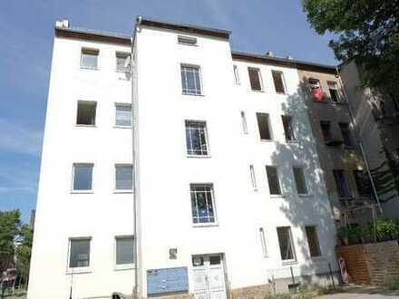 Ideal für WGs - Frisch renovierte 5-Zimmer-Wohnung mit 2 TLB mit Wanne und Dusche