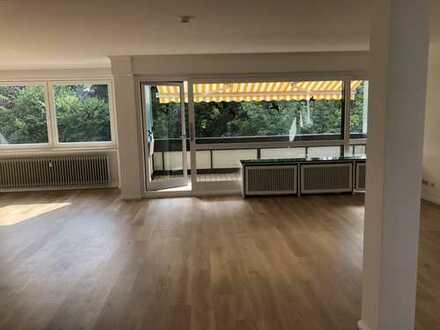 Lichtdurchflutete 3- Zimmer Wohnung mit großen Balkonen ,Garagen, Bürgerpark Bremen