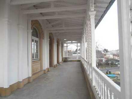 Besondere Wohnung, OG, 1100 € Netto - Kaltmiete, 4 Zimmer, Küche, Bad, G-WC, Balkon.