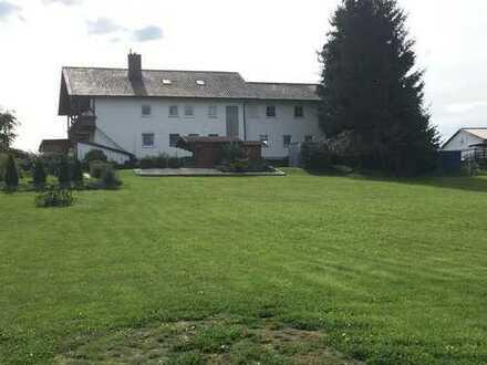 Vierfamilienhaus mit großem Garten in ruhiger Lage