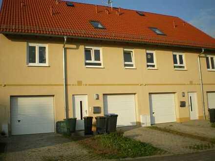 Reihenendhaus mit Garage und Gartengrundstück