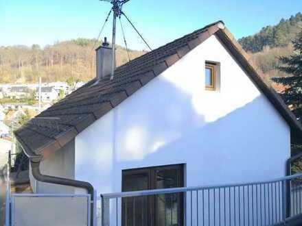 Erstbezug nach Sanierung: Lichtdurchflutetes Haus, grüne ruhige Lage, Terrasse/Garten/Balkon/Garage