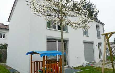 WOHNWELT IMMOBILIEN: Modernes Einfamilienhaus mit Garage auf ca. 400 m² Grund