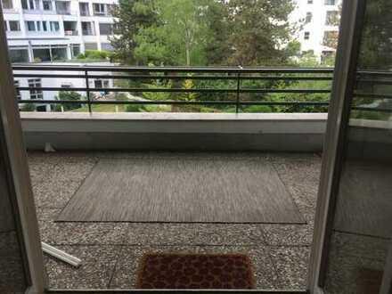 *** Ruhige helle Wohnung! Großer Balkon! Und die West-City vor der Tür! ***