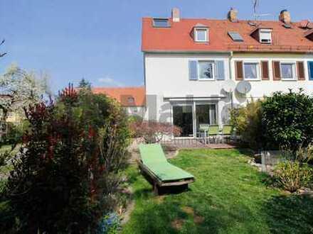 Kunstvoll renoviertes REH mit Garten in bester Stadtlage!