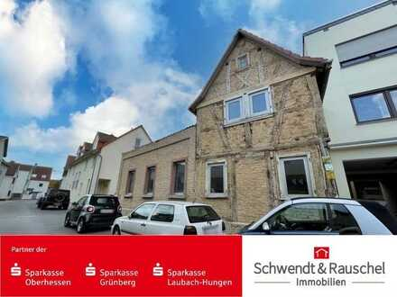 Sanierungsbedürftiges Fachwerkhaus in Nieder-Erlenbach!
