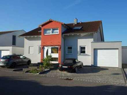 Schönes, geräumiges Haus mit fünf Zimmern in Ludwigsburg (Kreis), Vaihingen an der Enz