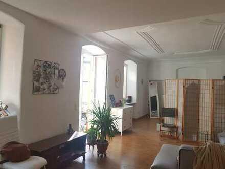 Stilvolle, geräumige 1-Zimmer-Loft-Wohnung mit Balkon und Einbauküche in Regensburg