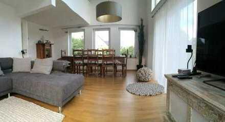 Modernes alleinstehendes Niederenergie Haus, sehr hell und ruhig gelegen mit Fernblick