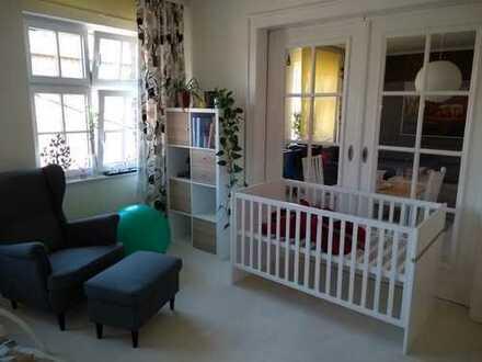 Nachmieter gesucht: Schöne 4-Zimmer-Wohnung mit Balkon und Küche