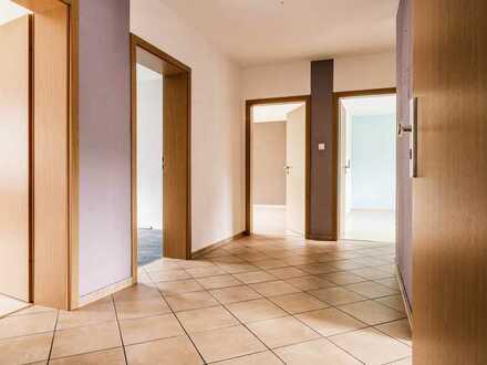Sehr gut geschnittene 4 Zimmer Wohnung mit Balkon in einem Vierparteienhaus!