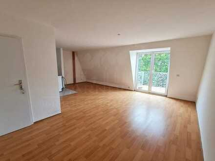 *** Frisch renoviert - mit Balkon und Aufzug ***