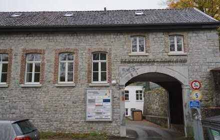 Aachen-Kornelimünster: Vollvermietetes Anlagepaket: 11 Gewerbeeinheiten mit 11 Stellplätzen