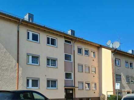 Gepflegte Wohnung mit zwei Zimmern sowie Balkon und Einbauküche in Nürtingen