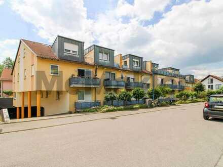 Ruhige Lage bei Stuttgart: Helle, gepflegte 1-Zi.-Wohnung im DG, mit Balkon und TG-Stellplatz