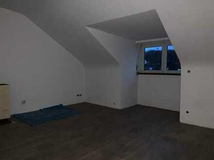 Prov.frei: Frisch sanierte 2 WG-Zimmer mit neuem Bad und EBK in Nürtingen Braike
