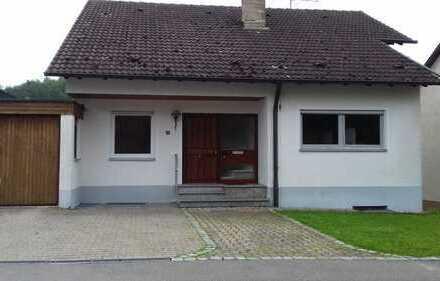 Schönes, freistehendes Einfamilienhaus mit Garten und Balkon in Teilort von Römerstein zu vermieten
