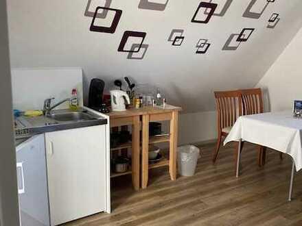 Moderne möblierte Dachgeschosswohnung