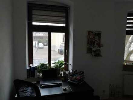 großes, helles Zimmer in lockerer 2er WG inkl. großem Wohnzimmer und super Anbindung