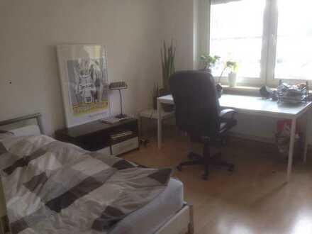 WG-Zimmer in 3-er WG in Altstadt (2 min zur Straba, 2 min zur Uni/ FH)