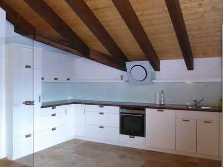Traumhaft schöne 2 Zimmer DG Wohnung ca. 100qm Aufzug im Haus mitten in Oberstaufen zu vermieten