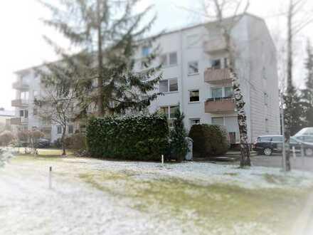 Ruhige, modernisierte 2-Zimmer-Hochparterre-Wohnung mit Balkon und Einbauküche in Germering