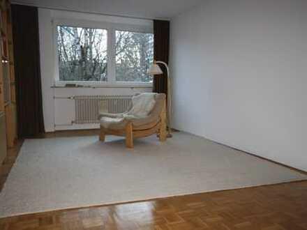 Helle und freundliche 2-Zimmer-Wohnung mit Blick ins Grüne in München Solln
