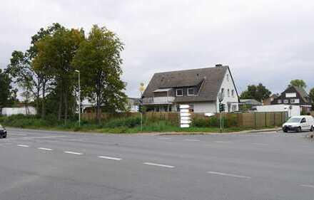 Betriebsgebäude mit vermietetem Wohnhaus in zentraler Lage an der B235