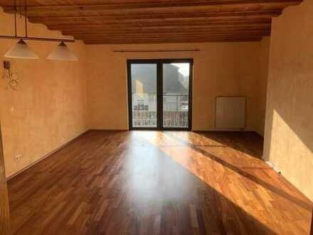 Erstbezug nach Sanierung mit Balkon: schöne 4-Zimmer-Wohnung in Florstadt
