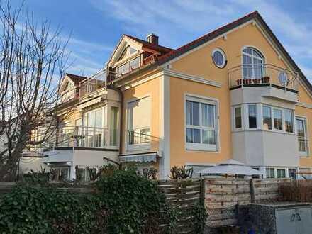 Schicke Dachgeschoß- Wohnung mit 2 Balkonen in ruhiger Wohnanlage