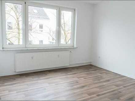 Verkauft! Referenzobjekt! 2 Zimmer Wohnung mit Balkon, EBK, Bad mit Fenster und Keller