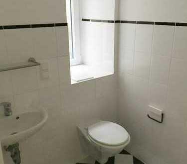 Schöne frisch -renovierte 1 ZKB - Wohnung-!!