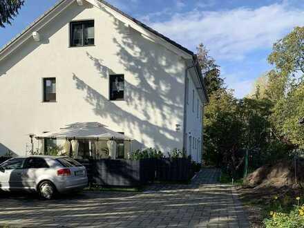 Schöne Doppelhaushälfte mit 5 Zimmern und Garten in Mahlsdorf (Hellersdorf)