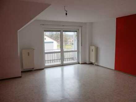 Bitte nur per Mail anfragen! Helle 3 Zimmer DG Wohnung mit Dachboden, EBK evtl. zur Ablöse
