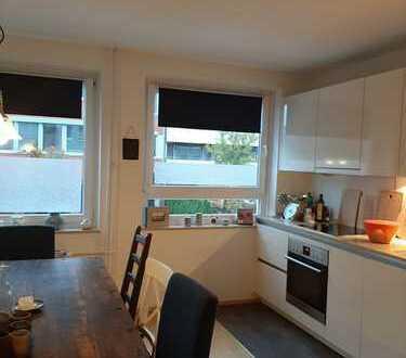 Schöne, sanierte, geräumige zwei Zimmer Wohnung in Hamburg, Hoheluft-West