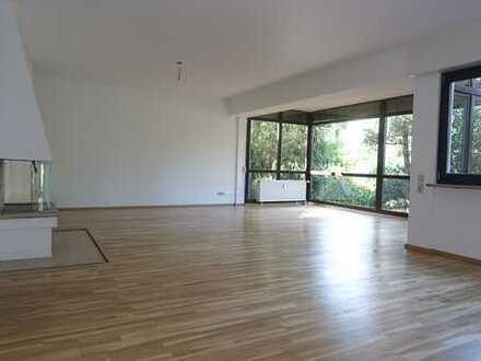 *** Feinstes 'Westend': Frisch renovierte Maisonette-Wohnung mit Garage und eigenem Garten! ***