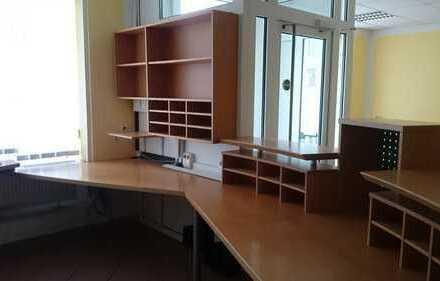 Schöne helle Gewerberäume für Praxis oder Büro zu vermieten.