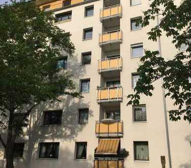 Freundliche 4-Zimmer-Wohnung mit Balkon und Einbauküche in Mainz