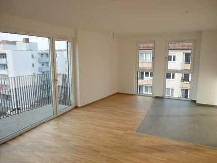 Erstbezug! Exklusive & helle 3-Zimmer-Wohnung am Stadtpark (4.OG, Lift, Parkett, Balkon, TG, …)
