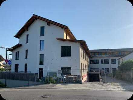 Nr. 24 Erstbezug 3 Zimmer Wohnung DG Sichtdachstuhl Neubau